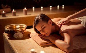Massage vai, lưng nữ